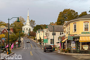 Photo : Main Street et Union Baptist Church, Mystic, Stonington, Connecticut, Etats-Unis