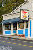 Photo : Mystic Pizza (Lieu de tournage du film Mystic Pizza avec Julia Roberts), Main Street, Mystic, Stonington, Connecticut, Etats-Unis
