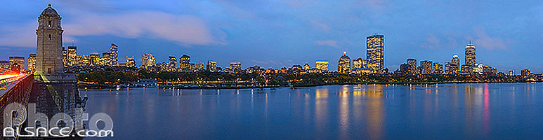 Photo : Longfellow Bridge, Charles River et Boston la nuit, Boston, Massachusetts, Etats-Unis