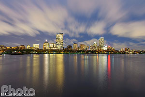 Photo : Boston la nuit et Charles River (Rivière Charles) vue depuis le Longfellow Bridge, Boston, Massachusetts, Etats-Unis, Massachusetts, Etats-Unis