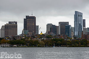 Photo : Charles River, Beacon Hill et les gratte-ciels de Boston en automne, Massachusetts, Etats-Unis