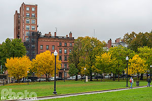 Photo : Boston Common en automne (Boston Common est le plus ancien jardin public des États-Unis), Boston, Massachusetts, Etats-Unis, Massachusetts, Etats-Unis