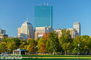 Photo : Boston Common en automne et 200 Clarendon Street tower et Berkeley Building, Boston, Massachusetts, Etats-Unis, Massachusetts, Etats-Unis