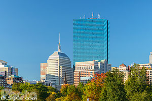 Boston Common en automne et 200 Clarendon Street tower et Berkeley Building, Boston, Massachusetts, Etats-Unis