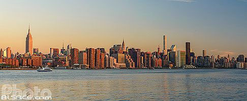 Photo : East-River et Manhattan vue depuis Williamsburg, Brooklyn, New York, Etats-Unis