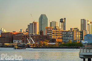 Photo : Greenpoint et l'East River vue depuis Williamsburg, Brooklyn, New York, Etats-Unis