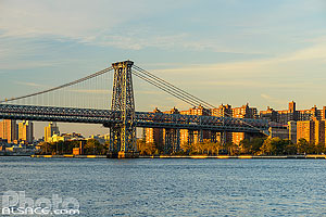 Photo : Williamsburg Bridge au-dessus de East River entre Brooklyn et Manhattan, New York, Etats-Unis, New York, Etats-Unis