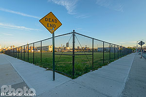 Photo : Dead End, North 11th Street et Kent Avenue, Williamsburg, Brooklyn, New York, Etats-Unis, New York, Etats-Unis