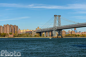 Photo : Williamsburg Bridge au-dessus de East River , Brooklyn, New York, Etats-Unis