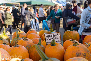 Photo : Thanksgiving Pumpkins (Jack-o-lantern pumpkins) sur un marché de Brooklyn, New York, Etats-Unis