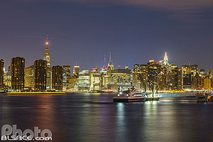 Photo : East River et Manhattan la nuit vue depuis Greenpoint, Brooklyn, New York, Etats-Unis, New York, Etats-Unis