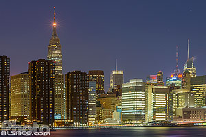 Photo : Manhattan et l'Empire State Building la nuit vue depuis Greenpoint, Brooklyn, New York, Etats-Unis, New York, Etats-Unis
