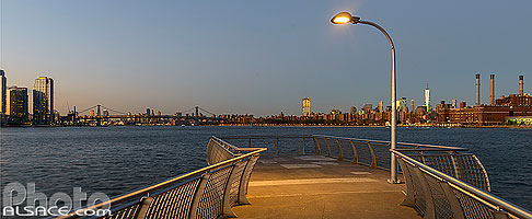 Photo : Jetée de WNYC Transmitter Park sur East River, Greenpoint, Brooklyn, New York, Etats-Unis