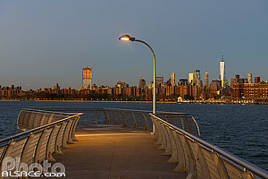 Photo : Jetée de WNYC Transmitter Park sur East River, Greenpoint, Brooklyn, New York, Etats-Unis, New York, Etats-Unis