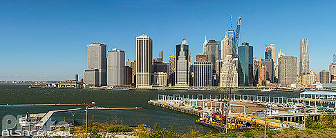 Photo : Financial District et Lower Manhattan vue depuis Brooklyn Heights Promenade, Brooklyn, New York, Etats-Unis