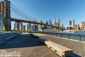 Photo : Brooklyn Bridge et Financial District depuis Brooklyn Bridge Park, Brooklyn, New York, Etats-Unis