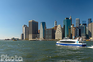 Photo : East River et Financial District depuis Brooklyn Bridge Park, Brooklyn, New York, Etats-Unis