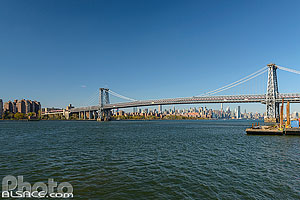 Photo : Williamsburg Bridge et East River, Brooklyn, New York, Etats-Unis