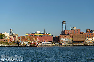 Photo : Greenpoint vue depuis East River, Brooklyn, New York, Etats-Unis