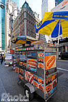 Photo : Vendeur de Hot Dog, 42nd Street, West Midtown, Manhattan, New-York, Etats-Unis