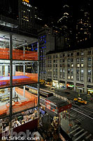 Photo : Gratte ciel en construction et Broadway la nuit, West Midtown, Manhattan, New-York, Etats-Unis