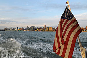 Photo : Drapeau des États-Unis, Hudson River, Manhattan, New York, Etats-Unis