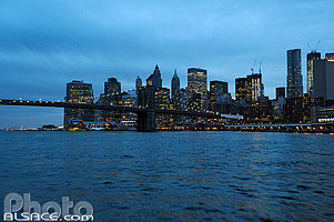 Photo : Brooklyn Bridge la nuit, Manhattan, New York, Etats-Unis, New York, Etats-Unis