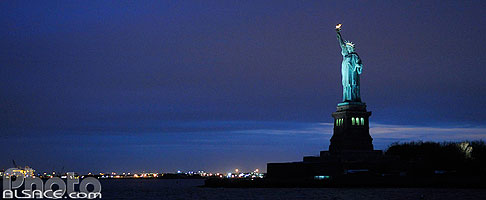 Photo : Statue de la Liberté la nuit, Manhattan, New York, Etats-Unis