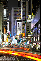 Photo : Broadway la nuit, West Midtown, Manhattan, New York, Etats-Unis