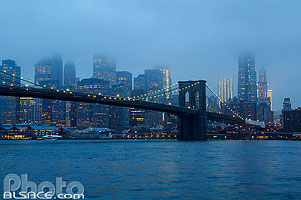 Photo : Brooklyn Bridge et Manhattan la nuit, New York, Etats-Unis, New York, Etats-Unis