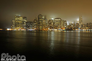 Photo : Manhattan la nuit, New York, Etats-Unis