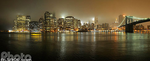Photo : Manhattan et Brooklyn Bridge la nuit, New York, Etats-Unis