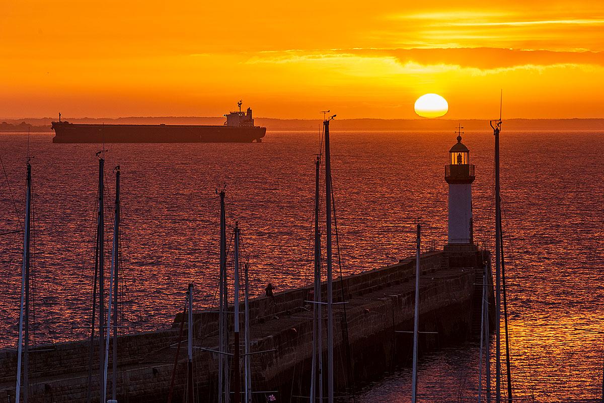 Lever de soleil au-dessus de Port Tudy sur l'Ile de Groix